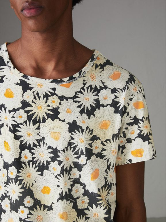 Daisy Print Cotton T-shirt in Black - Men | Burberry United States - cell image 1