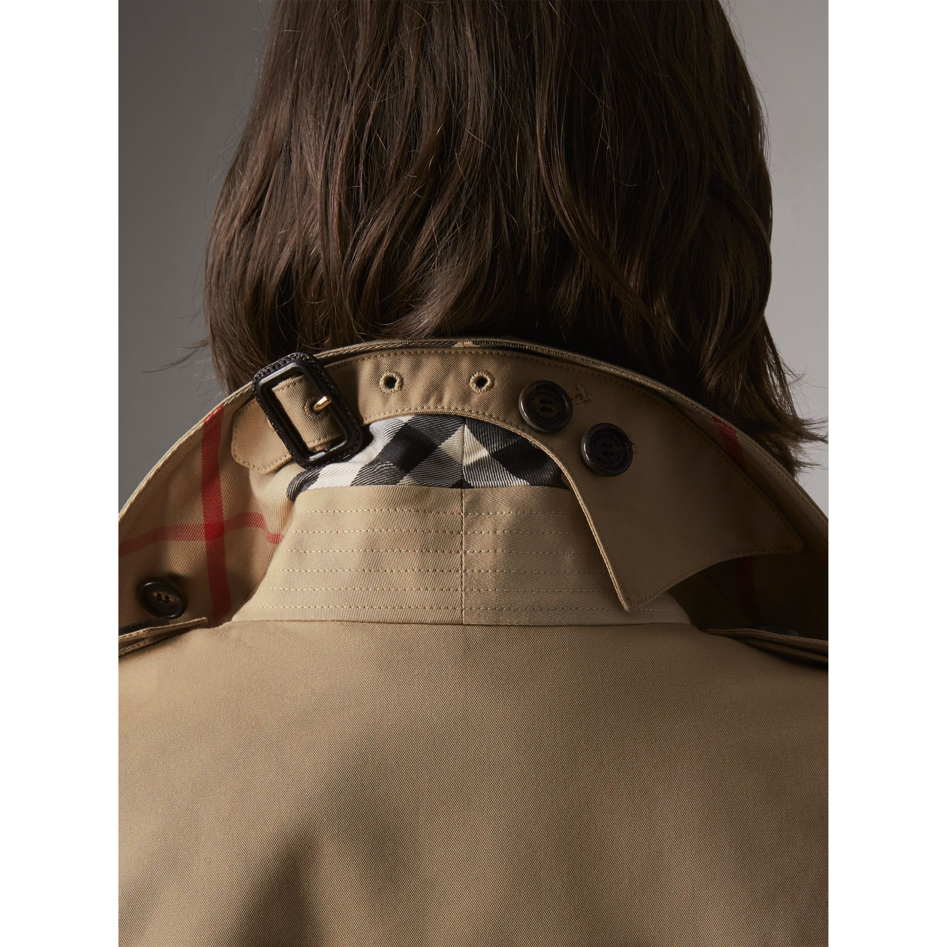 The Sandringham – Extra-long Heritage Trench Coat in Honey - Women | Burberry Canada - gallery image 5