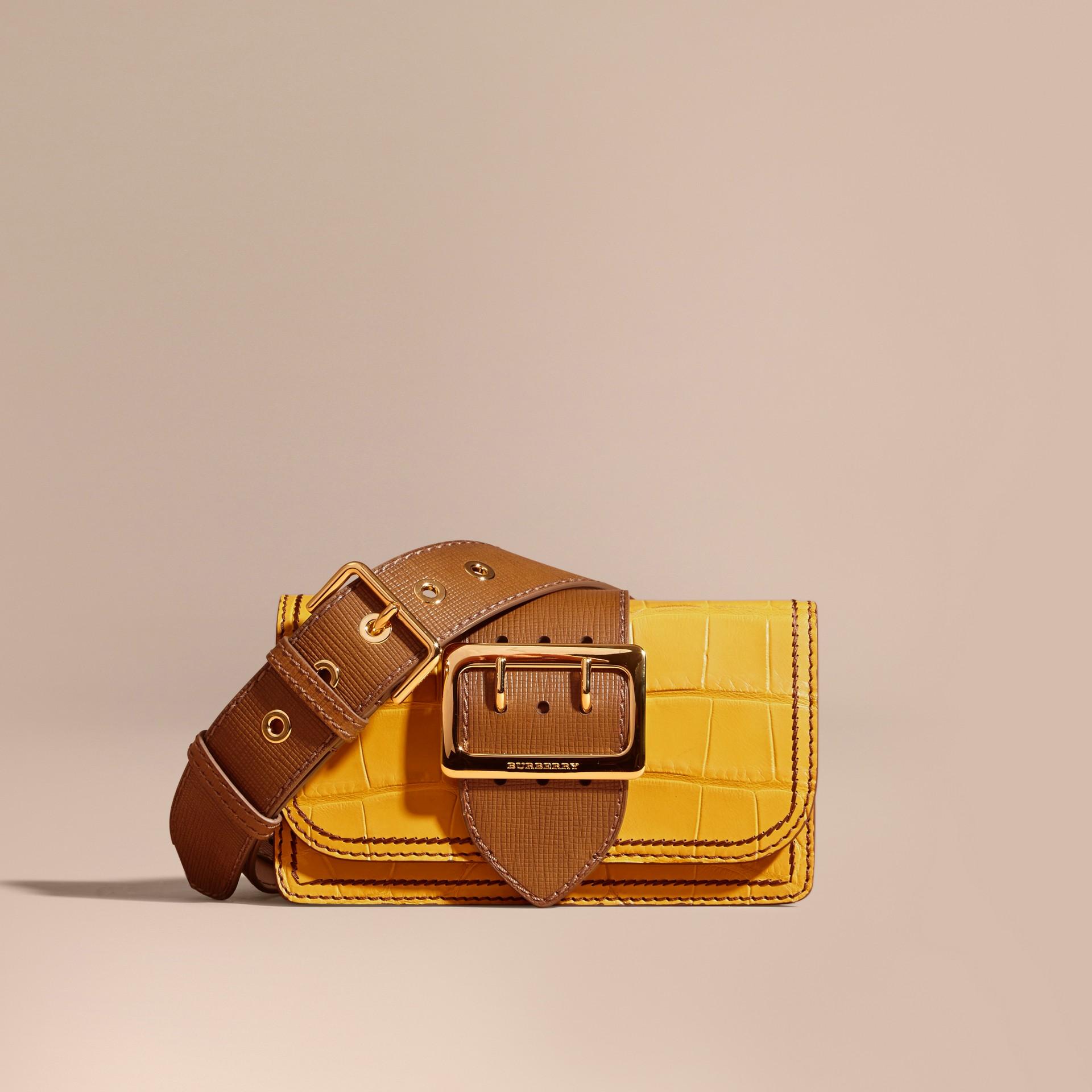 The Small Buckle Bag aus Alligatorleder und Leder (Zitronengelb/hellbraun) - Damen   Burberry - Galerie-Bild 1