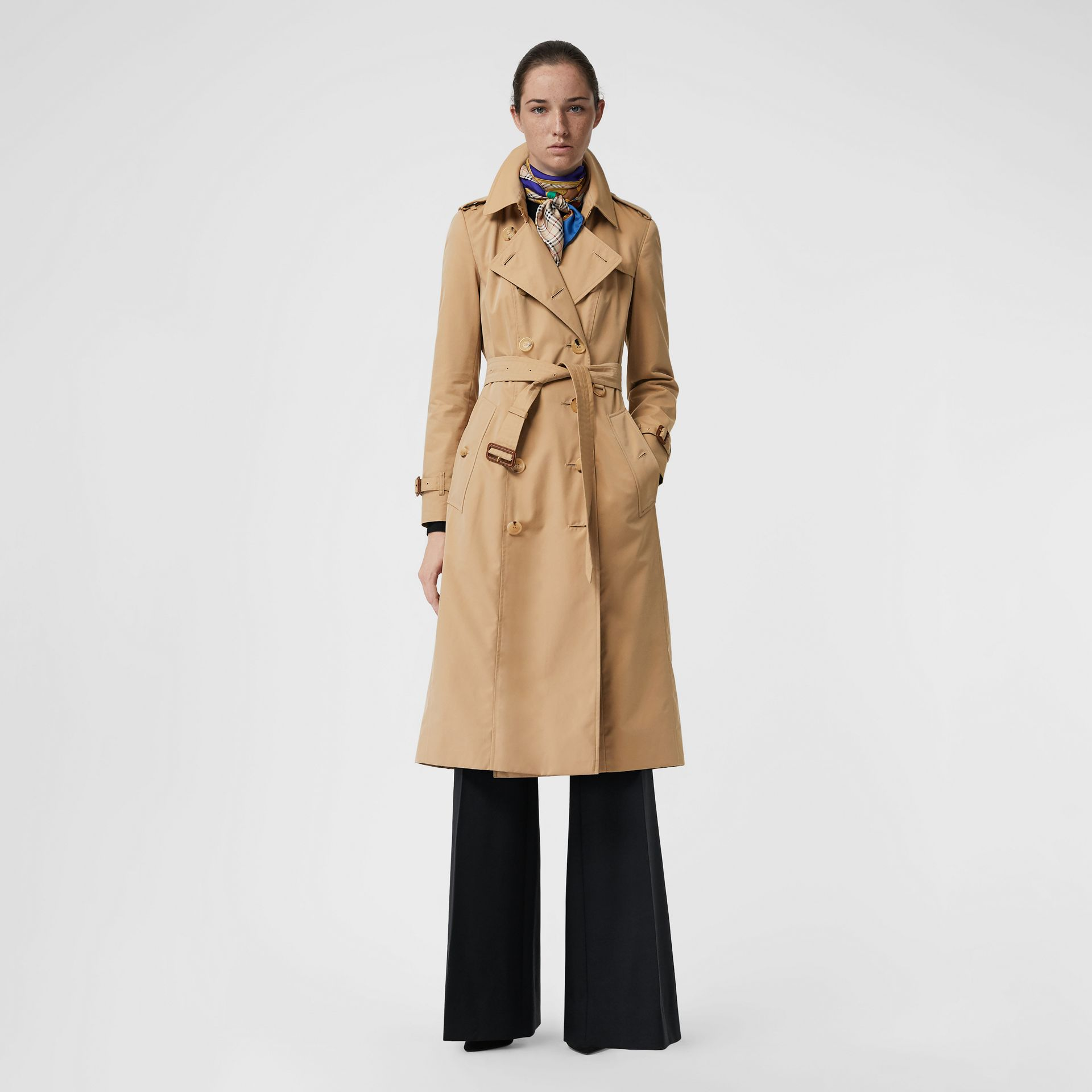 The Long Chelsea Heritage Trench Coat in Honey - Women | Burberry Singapore - gallery image 6