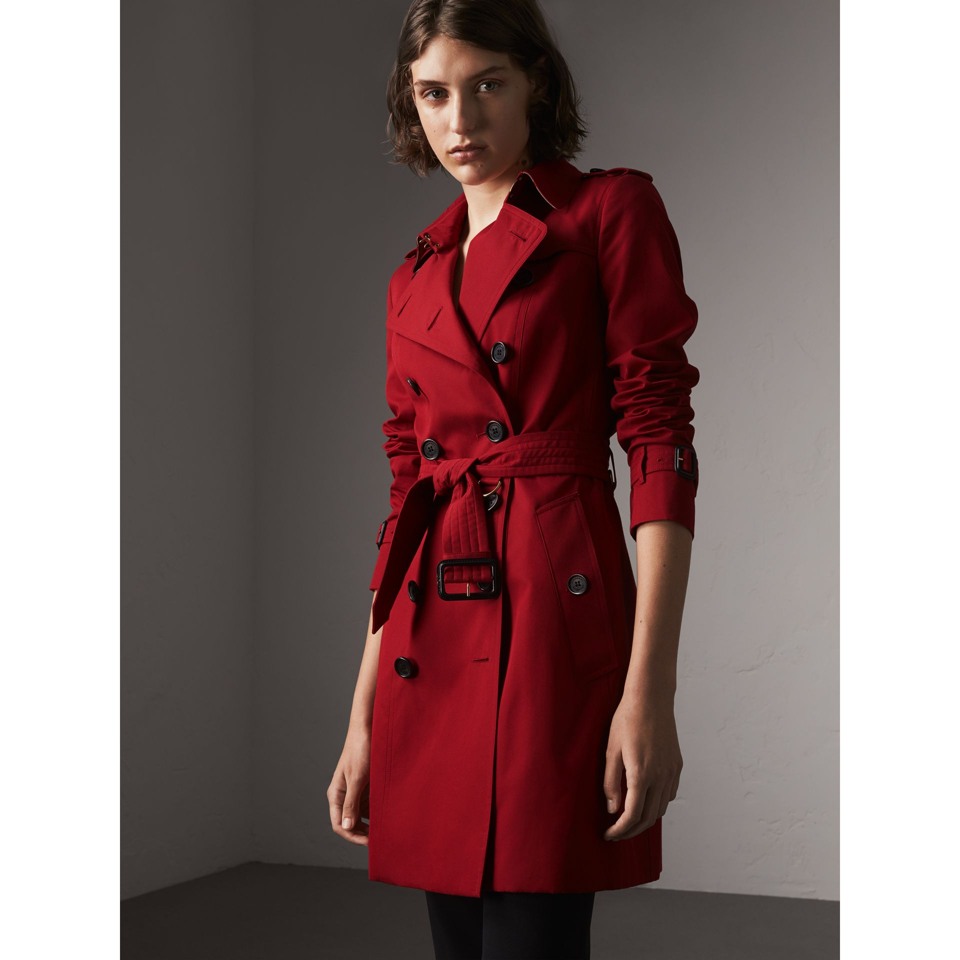 The Chelsea – Mid-length Trench Coat in Parade Red - Women | Burberry Singapore - gallery image 6