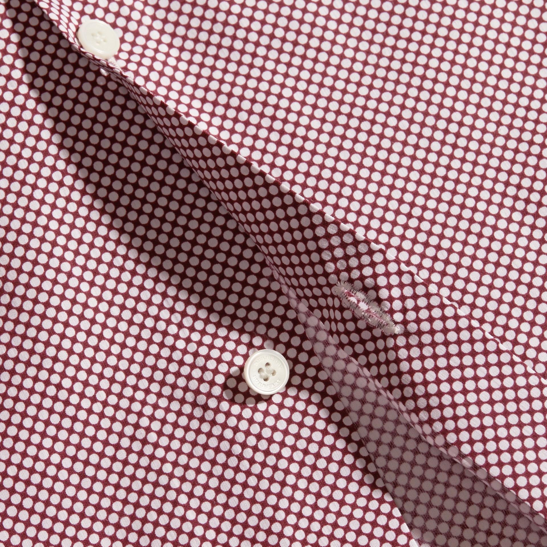Carmine red Camisa de algodão com mangas curtas e estampa de poás - galeria de imagens 2