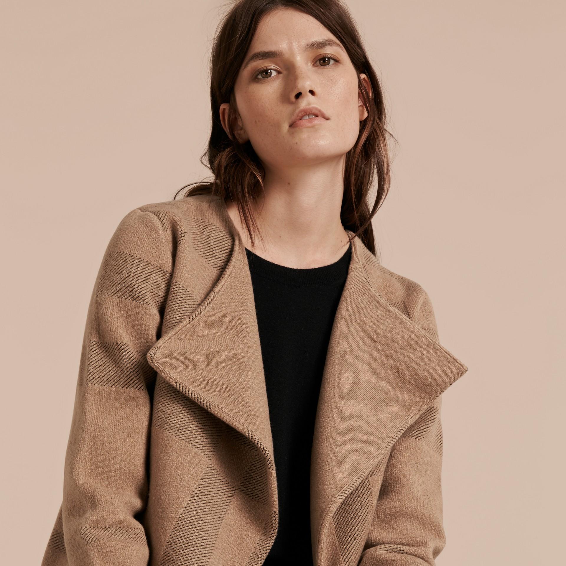 Miel Veste en maille de laine et cachemire à motif check - photo de la galerie 5
