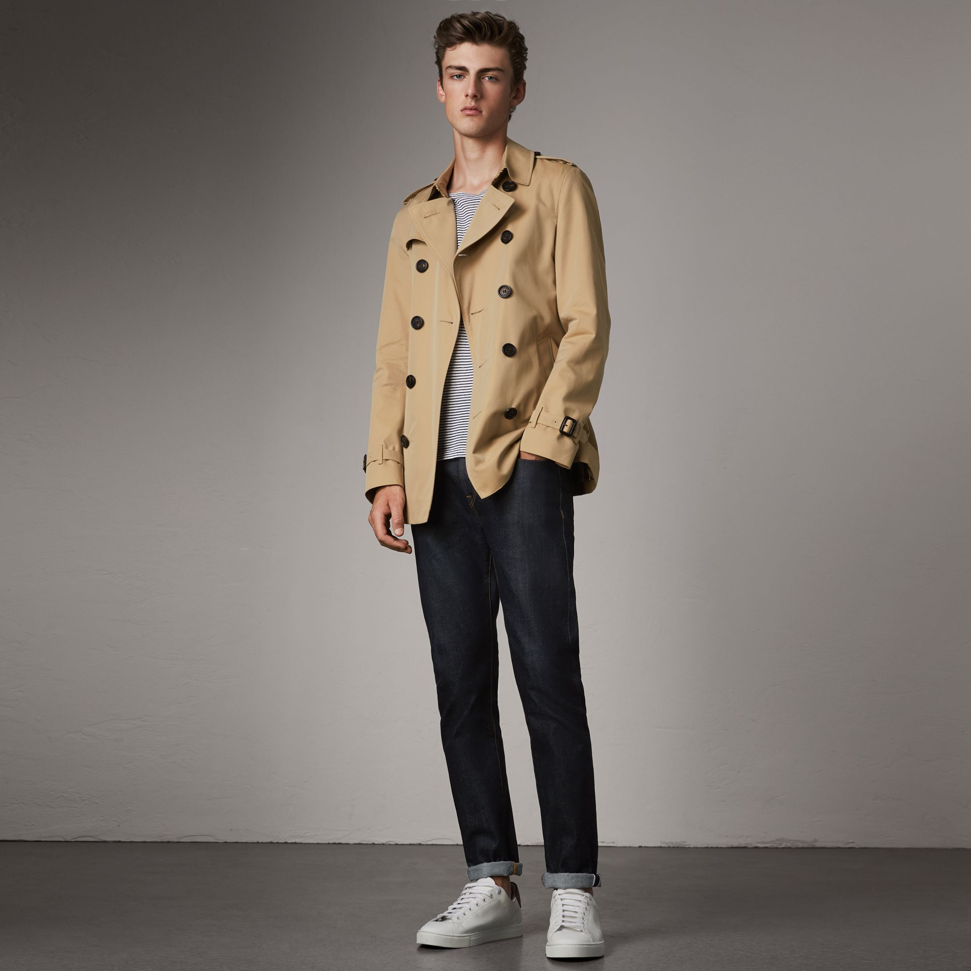 The Chelsea – Short Trench Coat in Honey - Men | Burberry United States - gallery image 0