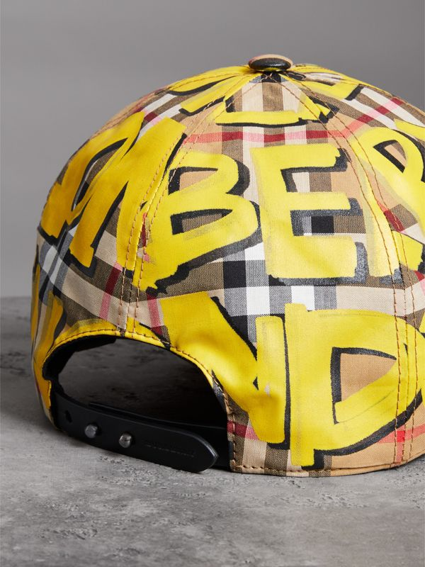 Berretto da baseball con motivo Vintage check e stampa graffiti (Giallo Intenso/giallo Antico) | Burberry - cell image 2