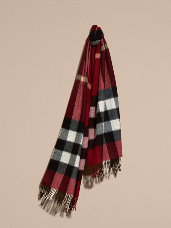The Large Classic Cashmere Scarf in Check Parade Red