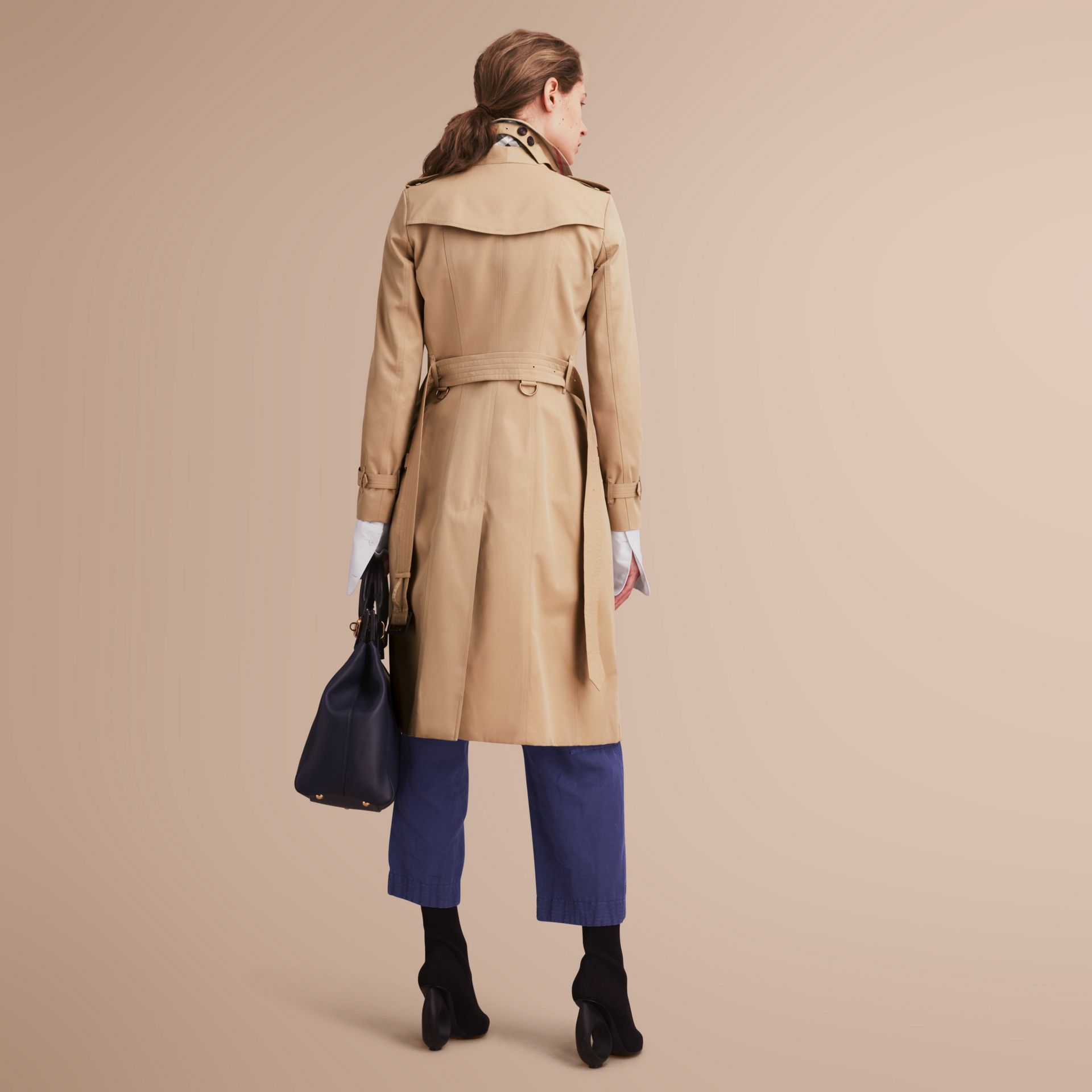 The Chelsea – Extra-long Heritage Trench Coat in Honey - Women | Burberry - gallery image 3