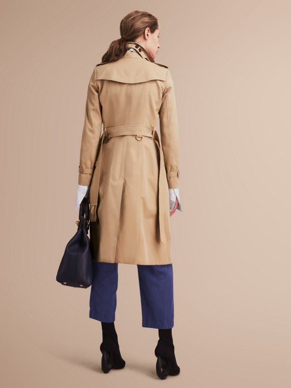 The Chelsea – Extra-long Heritage Trench Coat in Honey - Women | Burberry - cell image 2