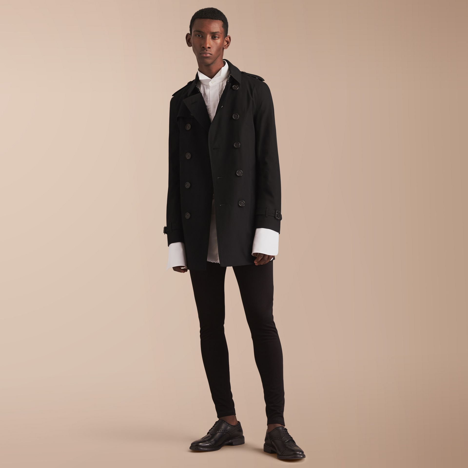 The Chelsea – Mid-length Heritage Trench Coat in Black - Men | Burberry - gallery image 1