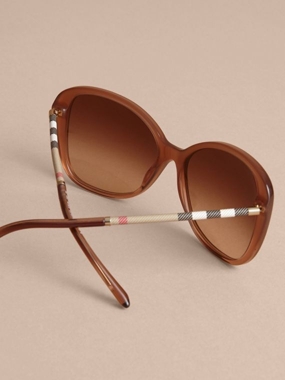 Check Detail Butterfly Frame Sunglasses Nude - cell image 3