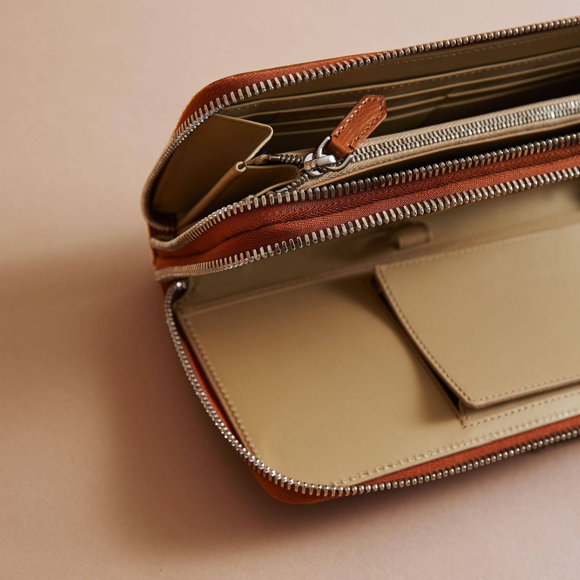 London Leather Travel Wallet in Tan - Men | Burberry Hong Kong - gallery image 5