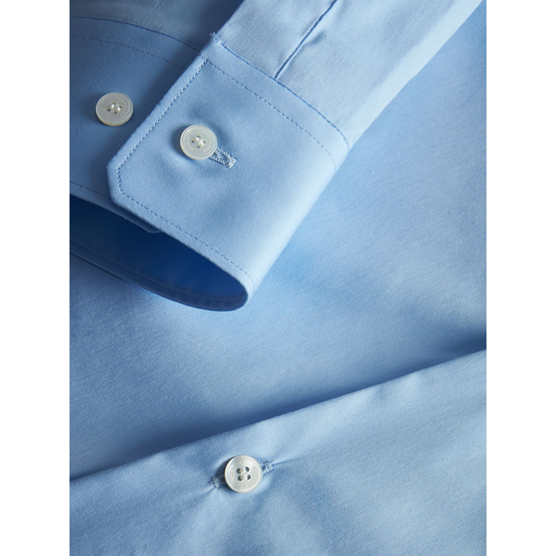 Modern Fit Stretch Cotton Shirt in City Blue - Men | Burberry Hong Kong - gallery image 2
