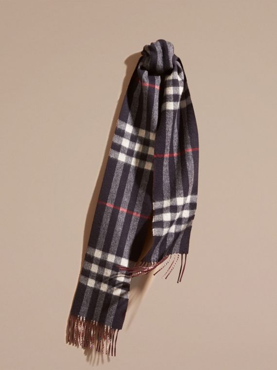 The Slim Reversible Cashmere Scarf in Check Navy/claret