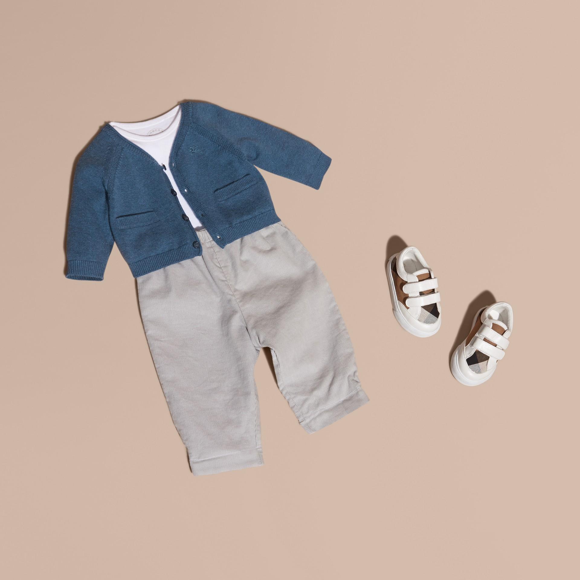 Blu acciaio intenso Cardigan in cashmere e cotone con scollo a V Blu Acciaio Intenso - immagine della galleria 1