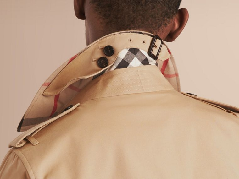 The Sandringham – Short Heritage Trench Coat in Honey - Men | Burberry Australia - cell image 4