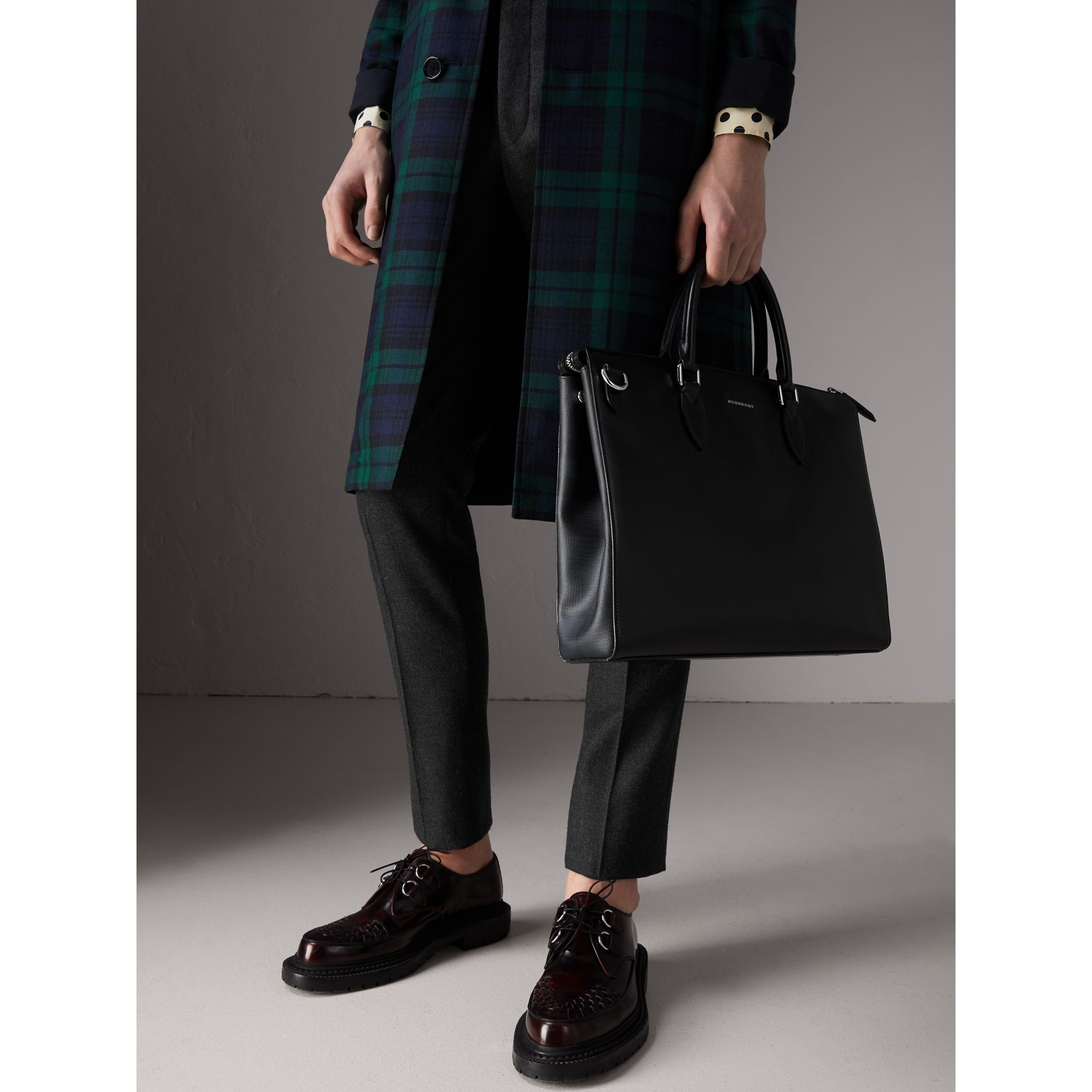 Large London Leather Briefcase in Black - Men | Burberry Canada - gallery image 3