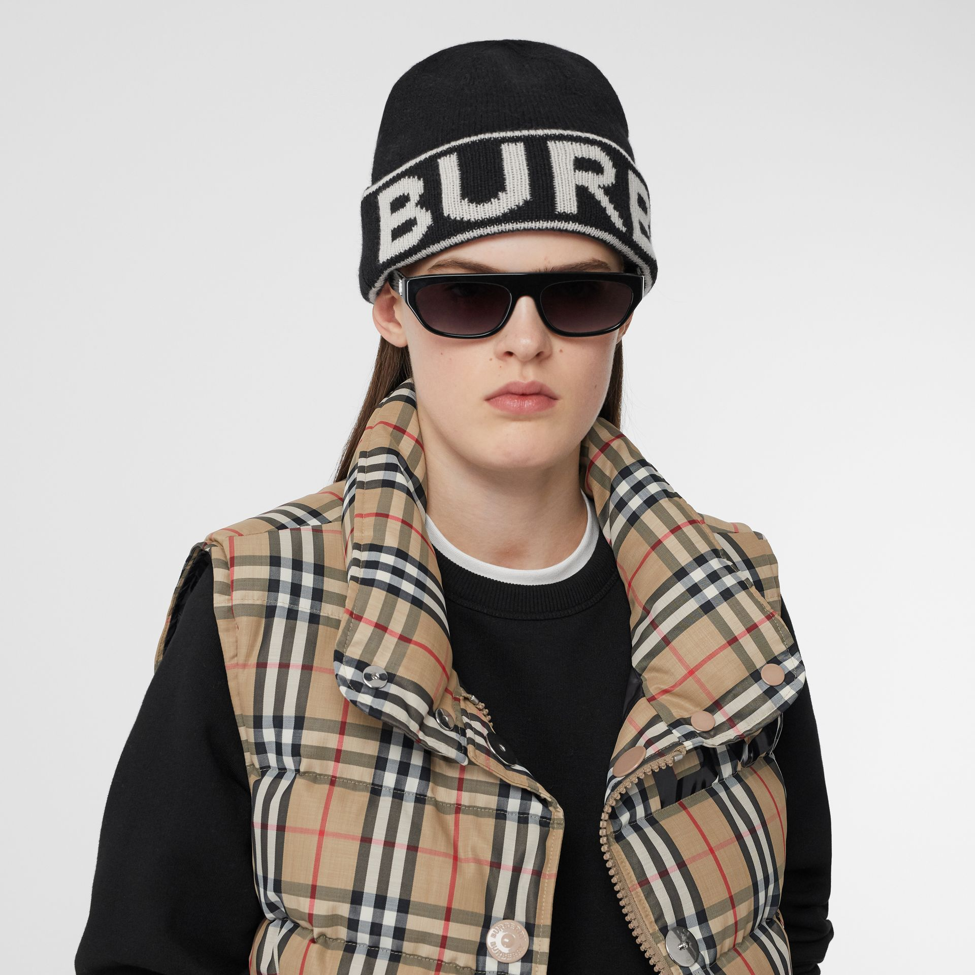 Logo Intarsia Cashmere Beanie in Black | Burberry - gallery image 2