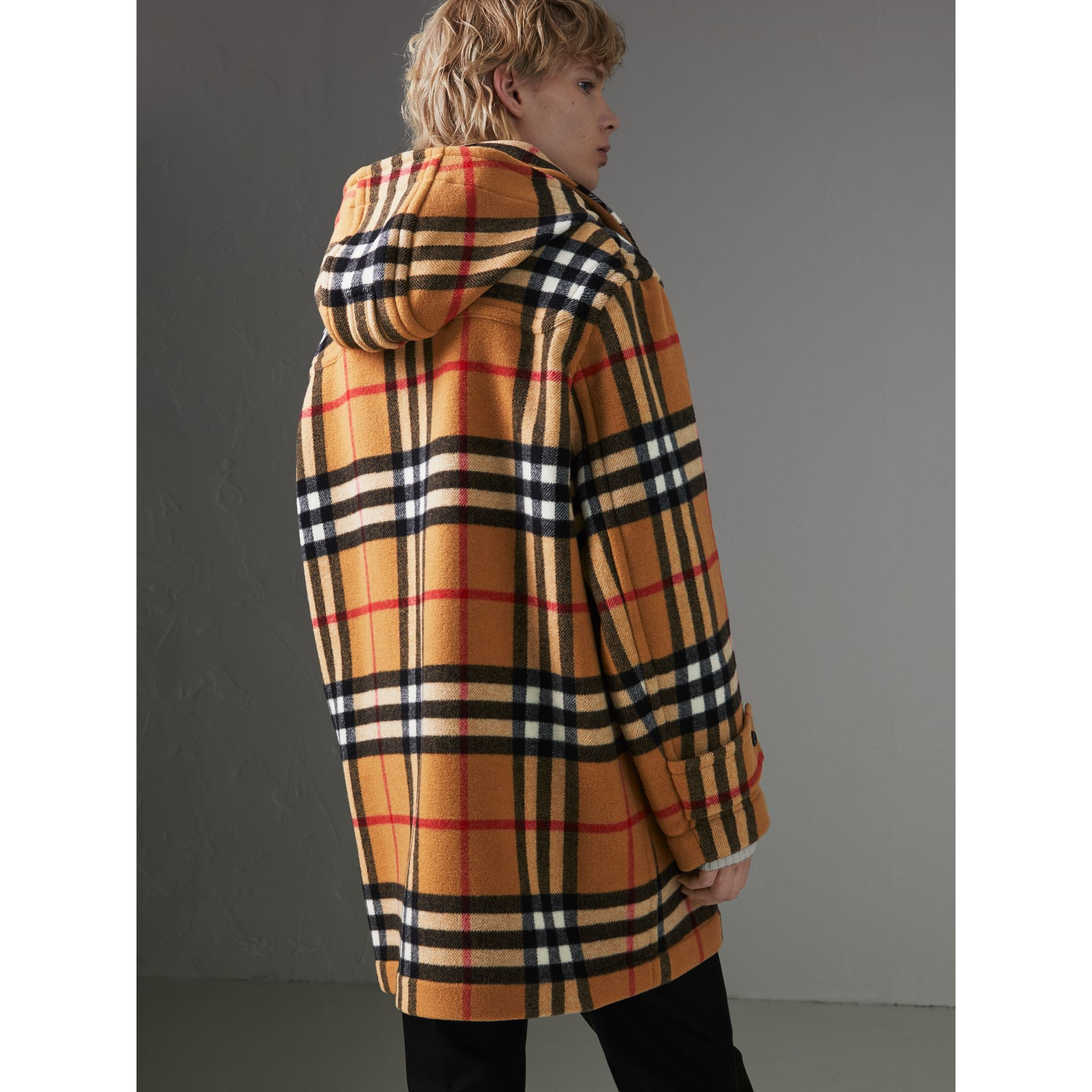 Duffle-coat oversize à motif check Gosha x Burberry (Jaune Antique) | Burberry Canada - photo de la galerie 7