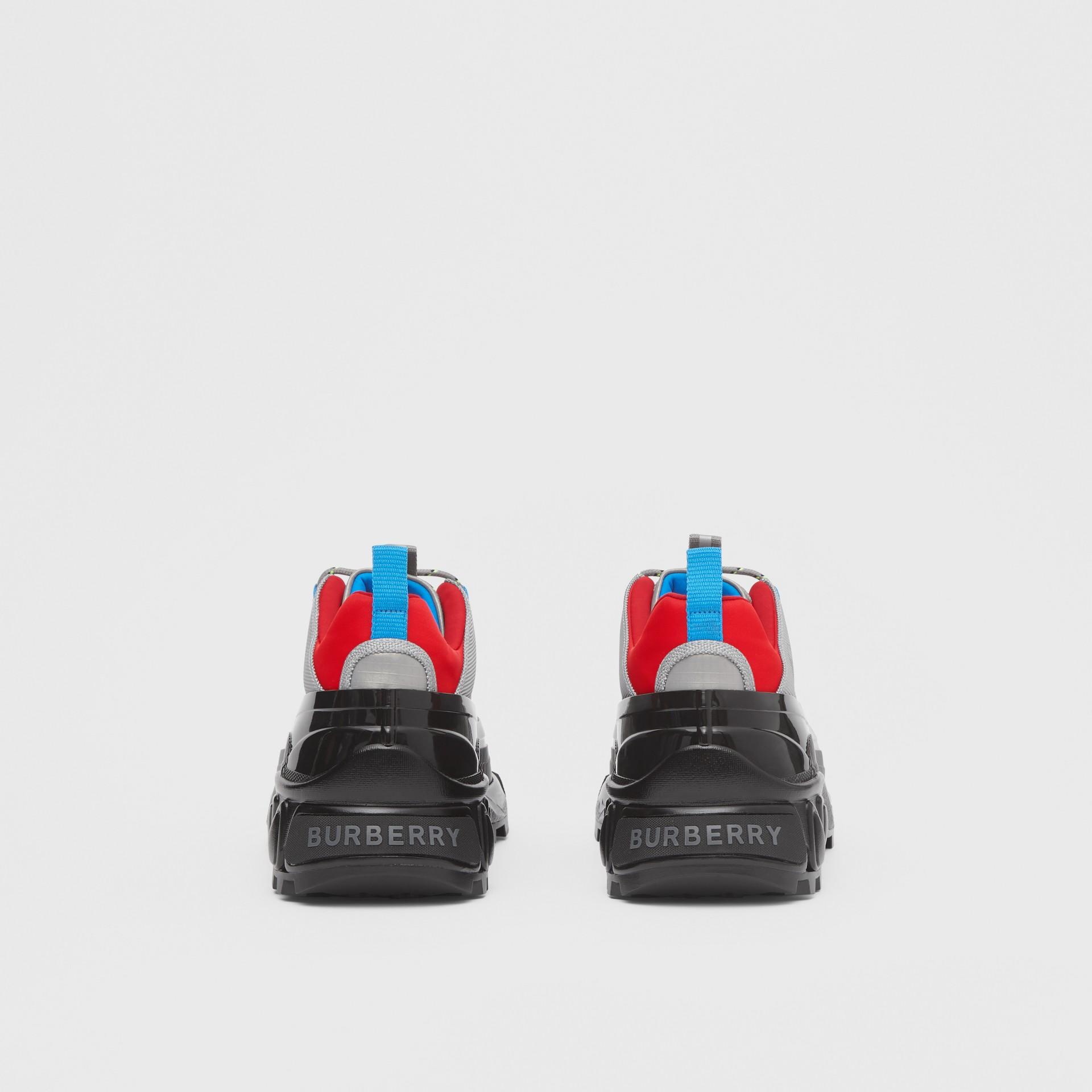 尼龍及麂皮 Arthur 運動鞋 (灰藍色) | Burberry - 圖庫照片 4