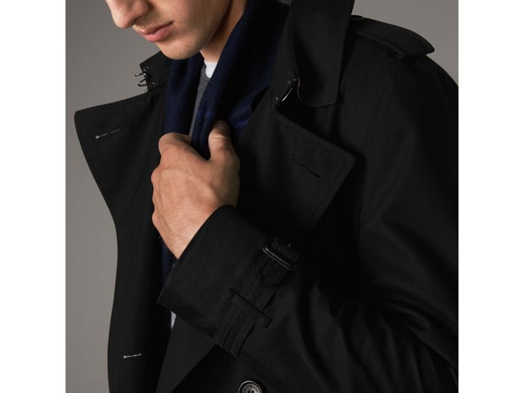 The Chelsea – Long Heritage Trench Coat in Black - Men | Burberry - cell image 4