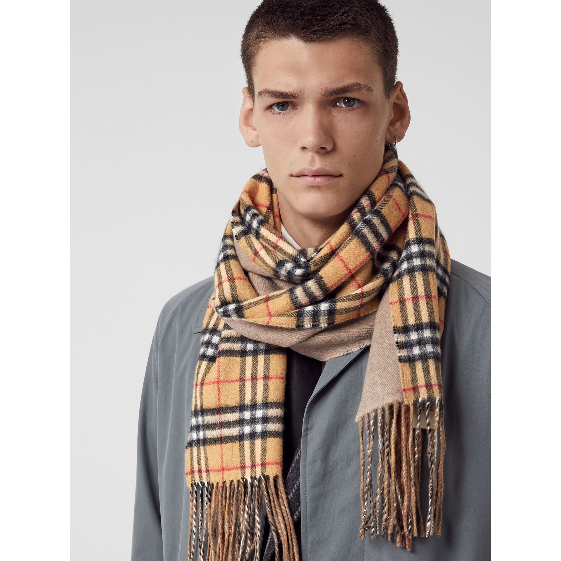 Long Reversible Vintage Check Double-faced Cashmere Scarf in Sandstone | Burberry United Kingdom - gallery image 7