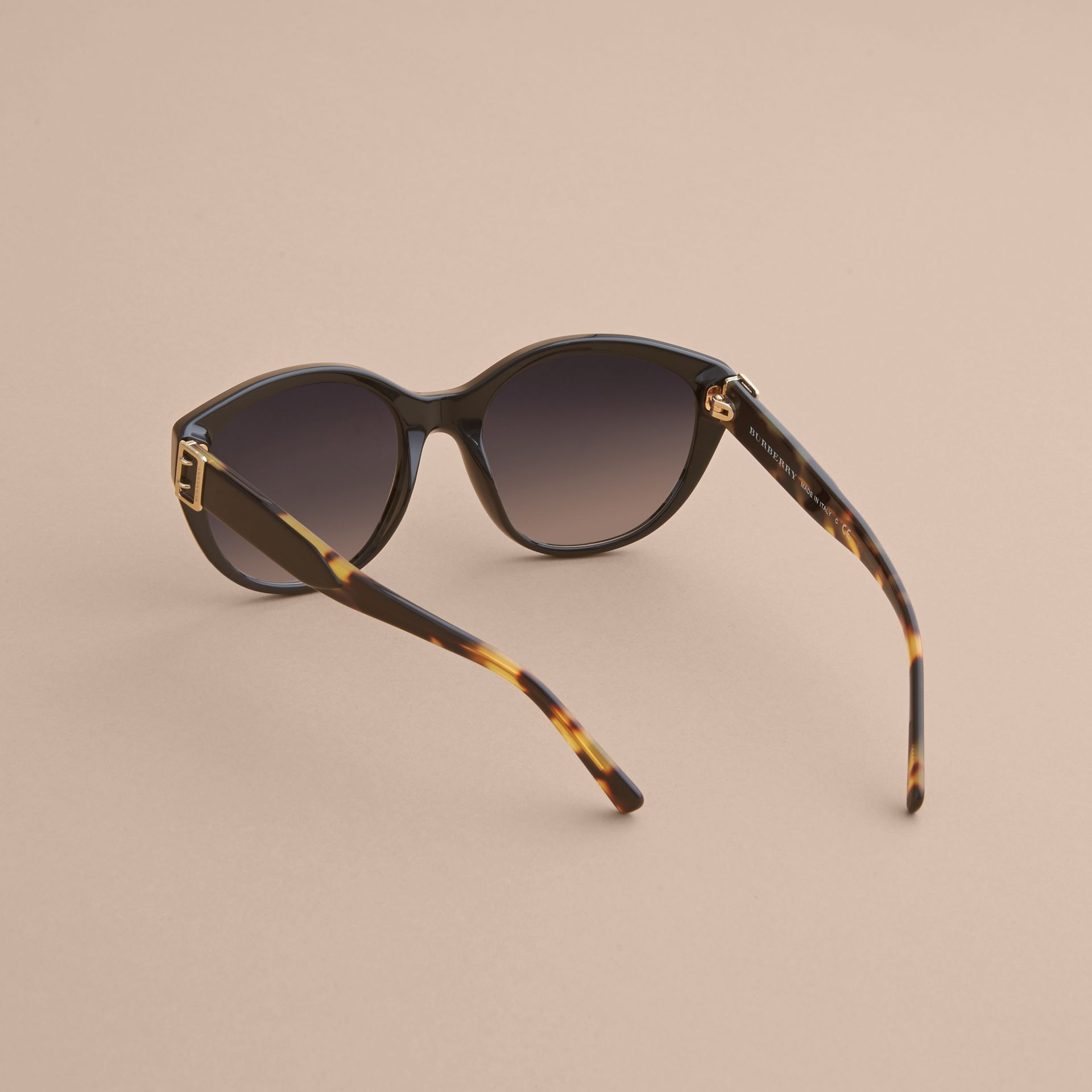 Buckle Detail Round Frame Sunglasses in Black - gallery image 4