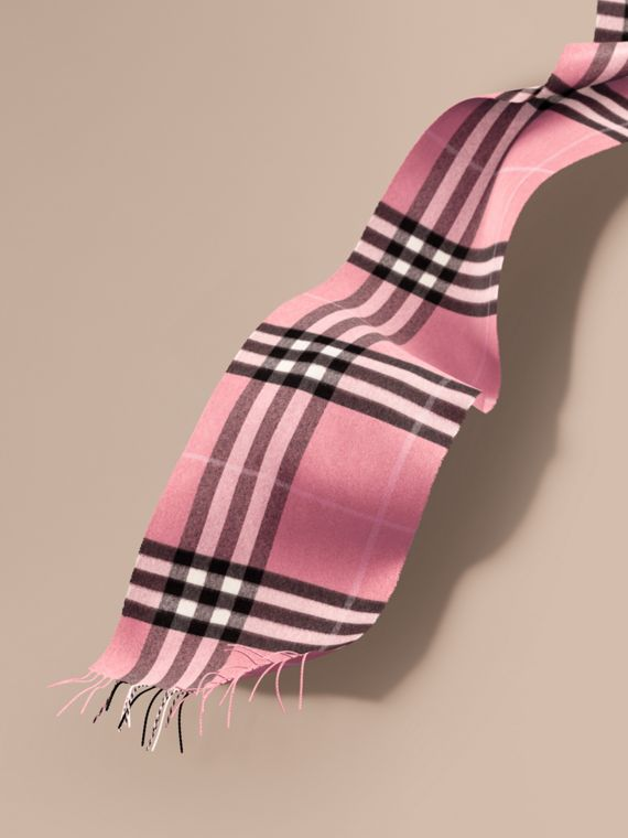 The Classic Cashmere Scarf in Check  Rose Pink