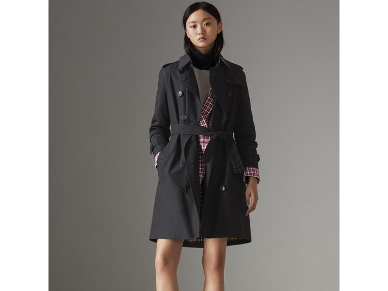 The Kensington Heritage Trench Coat in Midnight - Women | Burberry United Kingdom - cell image 1