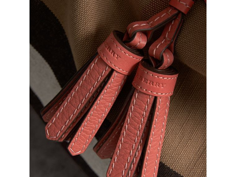 The Ashby media con pelle e motivo Canvas check (Rosso Cannella) - Donna | Burberry - cell image 1