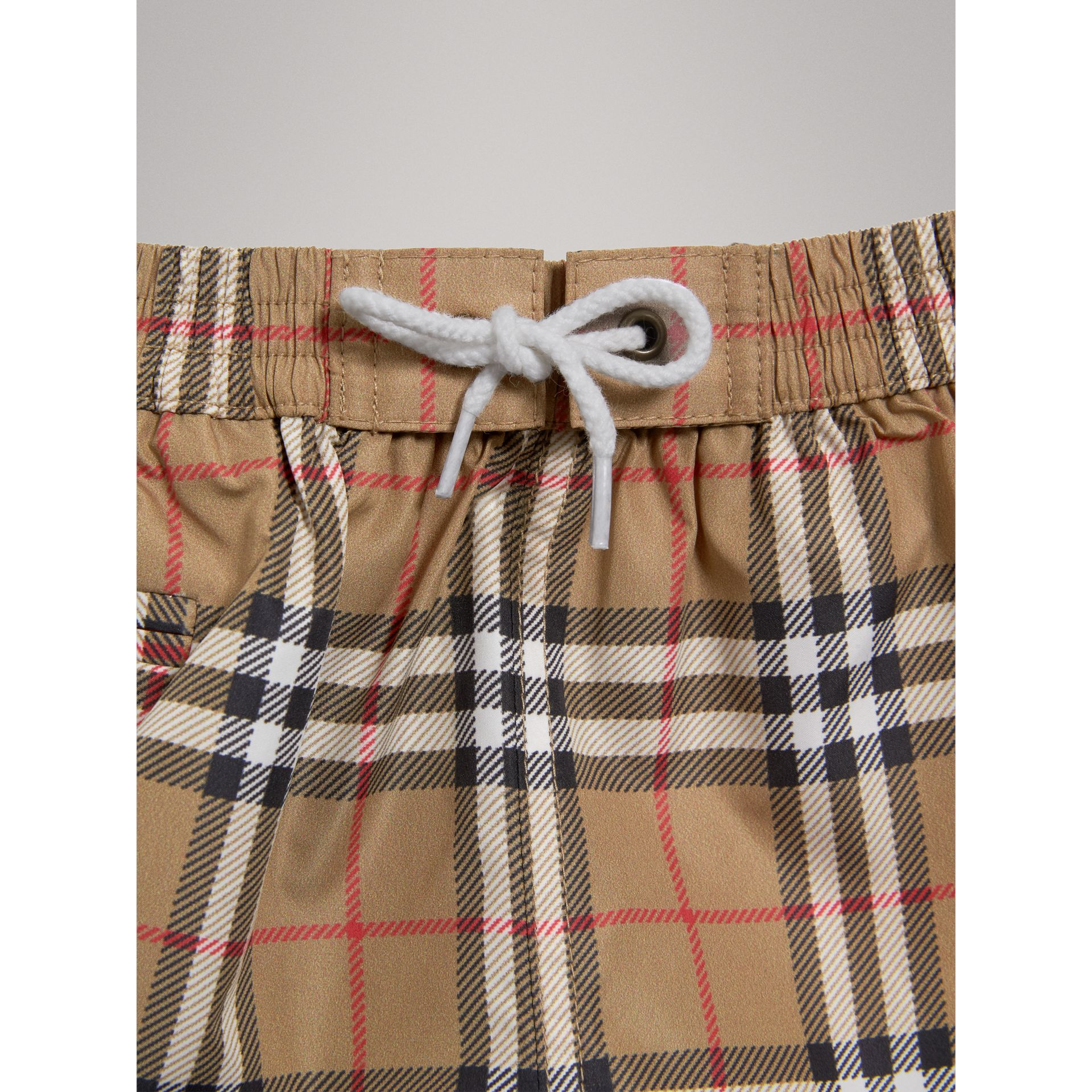 Short de bain à motif check (Camel) - Enfant | Burberry Canada - photo de la galerie 4