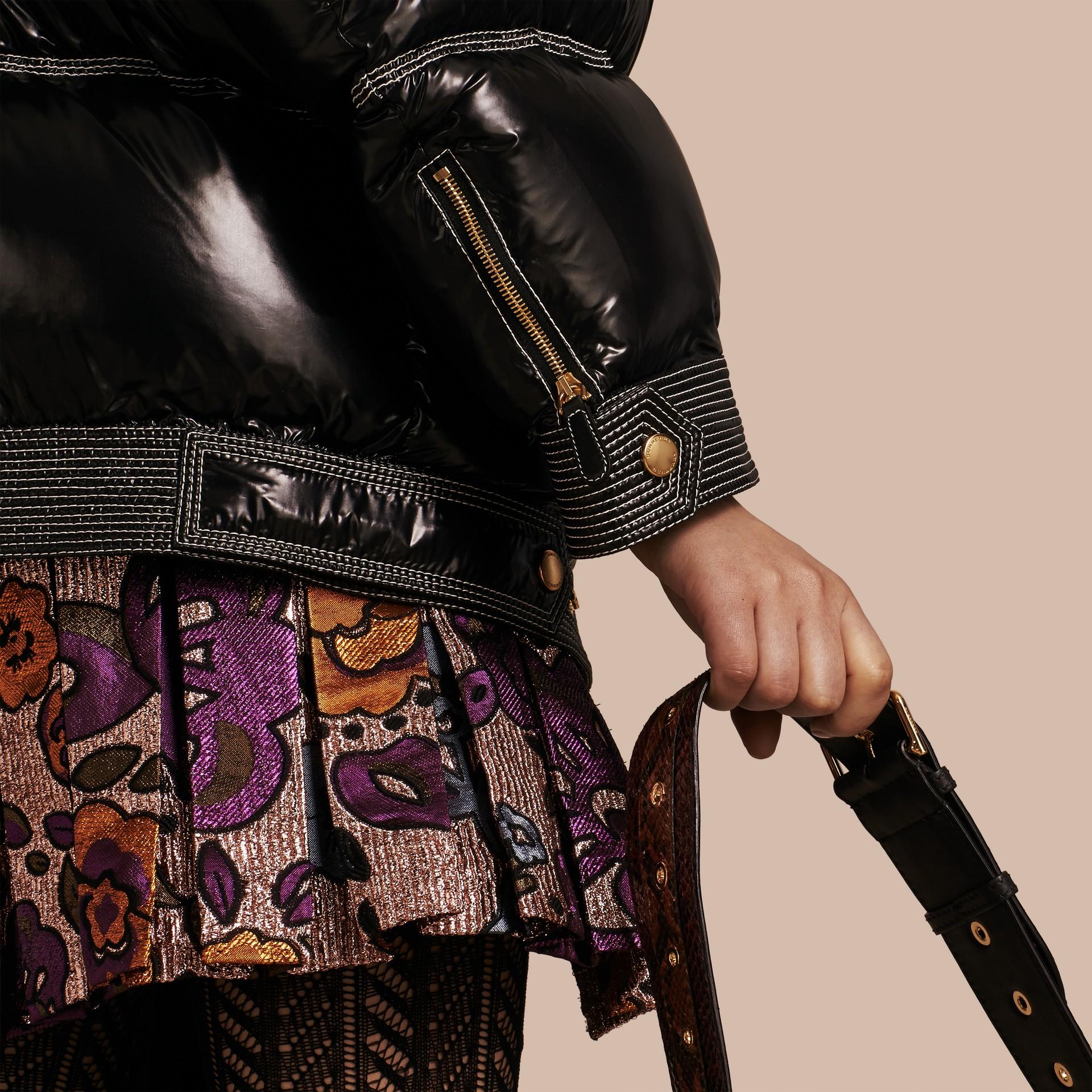 Nero Piumino lucido imbottito con collo in shearling - immagine della galleria 5