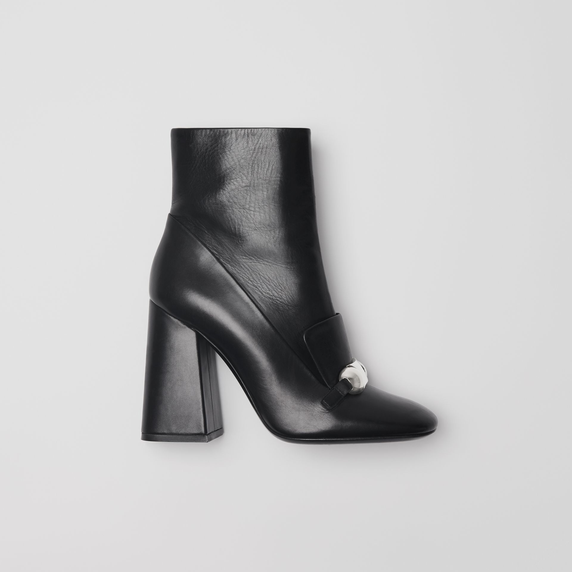 Bottines en cuir avec bride cloutée (Noir) - Femme | Burberry Canada - photo de la galerie 0