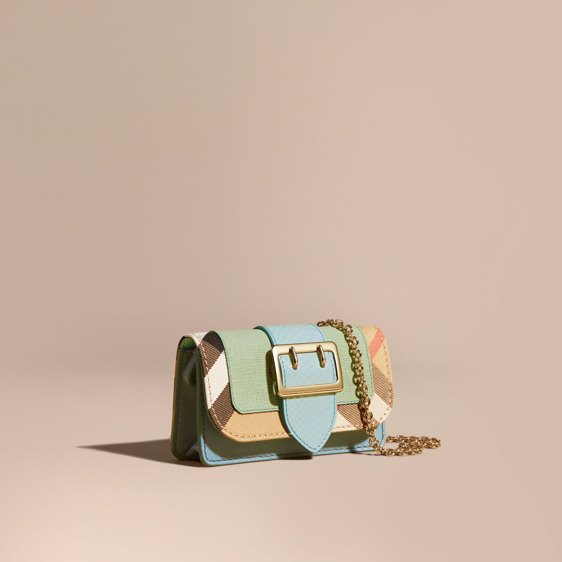 Menta chiaro Borsa The Buckle mini con pelle di serpente e motivo House check - immagine della galleria 1