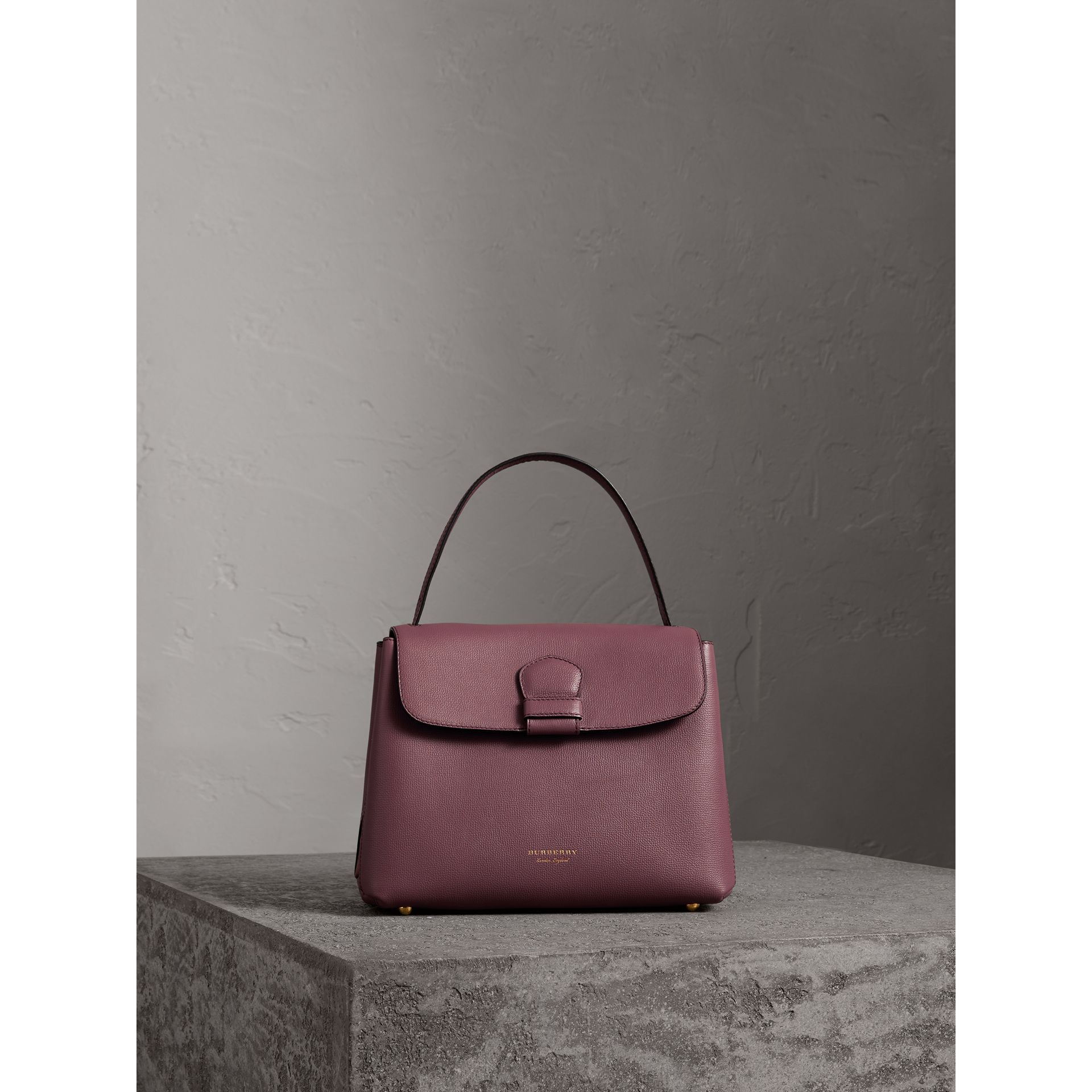 Petit sac tote en cuir grainé et coton House check (Rouge Acajou) - Femme | Burberry - photo de la galerie 6