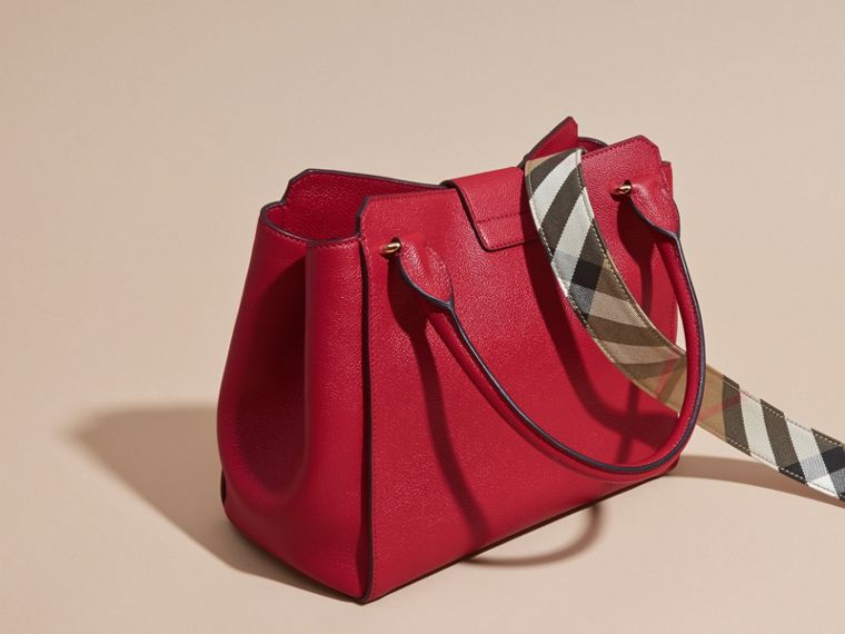 The Medium Buckle Tote in Grainy Leather Parade Red - cell image 4