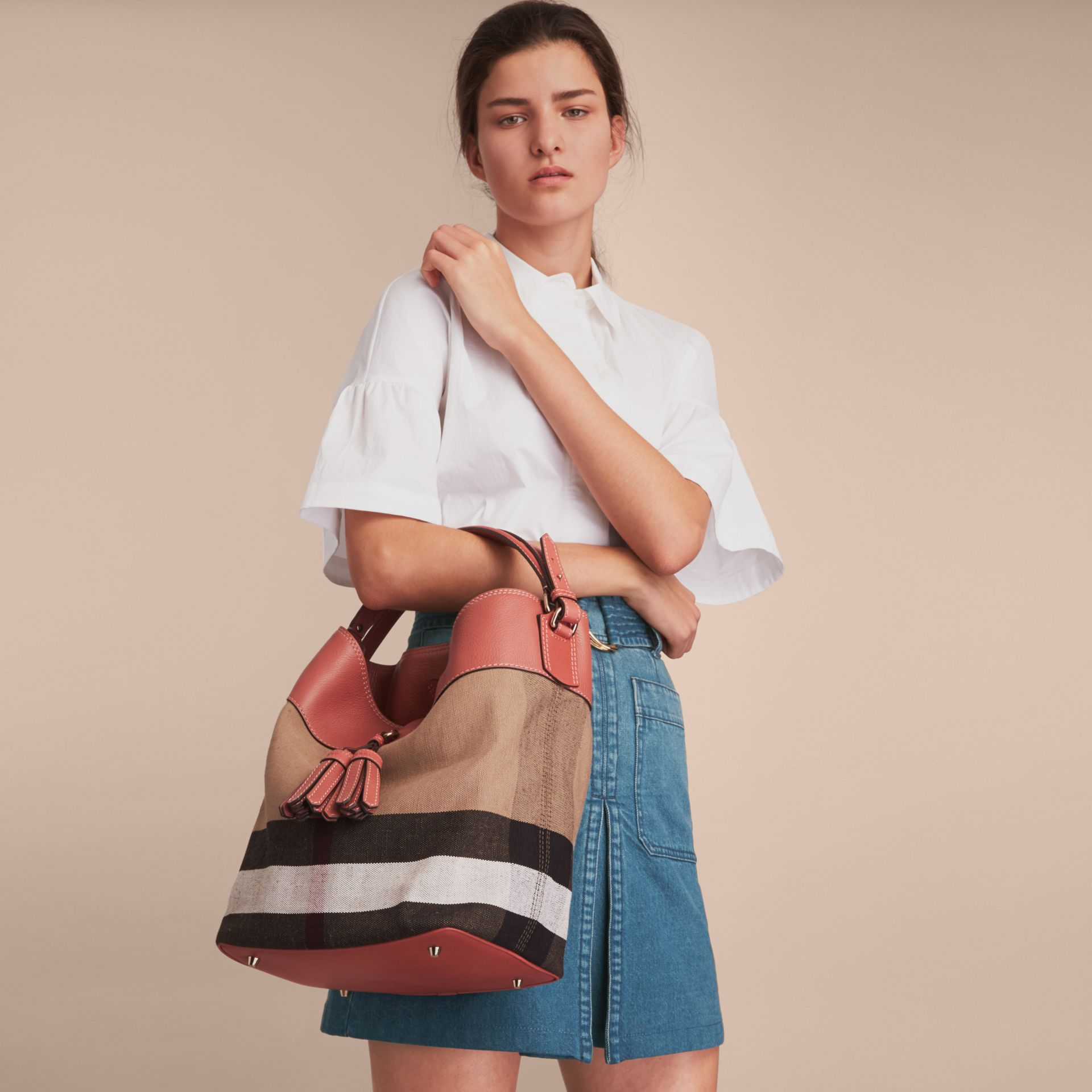 The Medium Ashby aus Canvas Check-Gewebe mit Lederbesatz (Zimtrot) - Damen | Burberry - Galerie-Bild 3