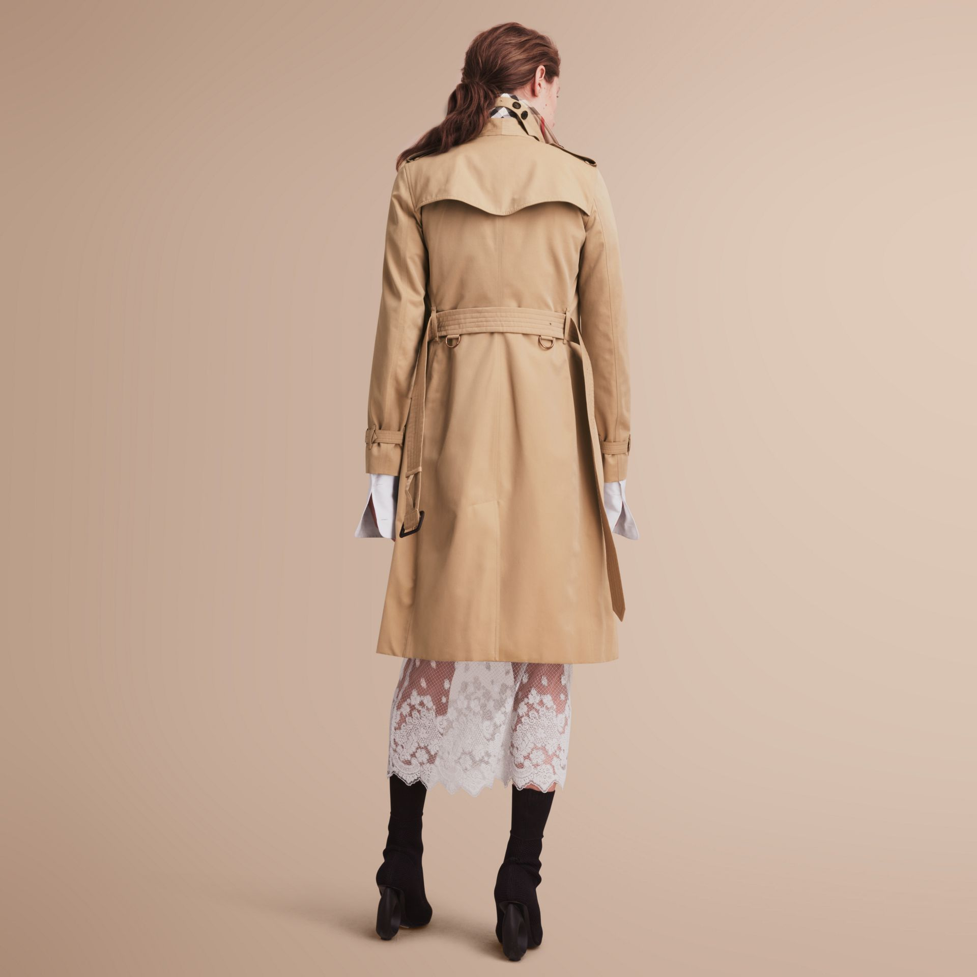 The Kensington – Extra-long Heritage Trench Coat in Honey - Women | Burberry Singapore - gallery image 3