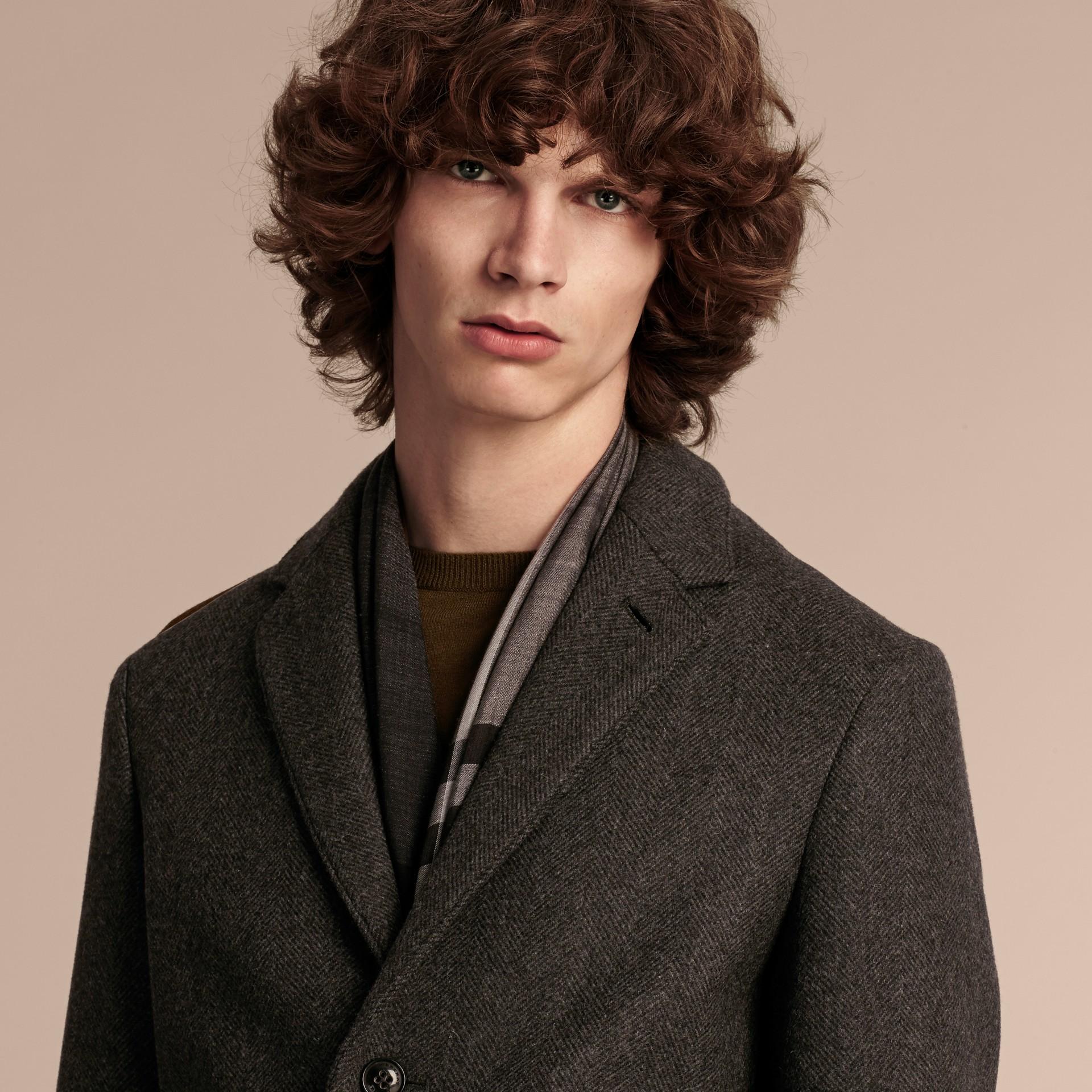 Camaïeu anthracite Manteau ajusté à boutonnage simple en laine mélangée - photo de la galerie 5