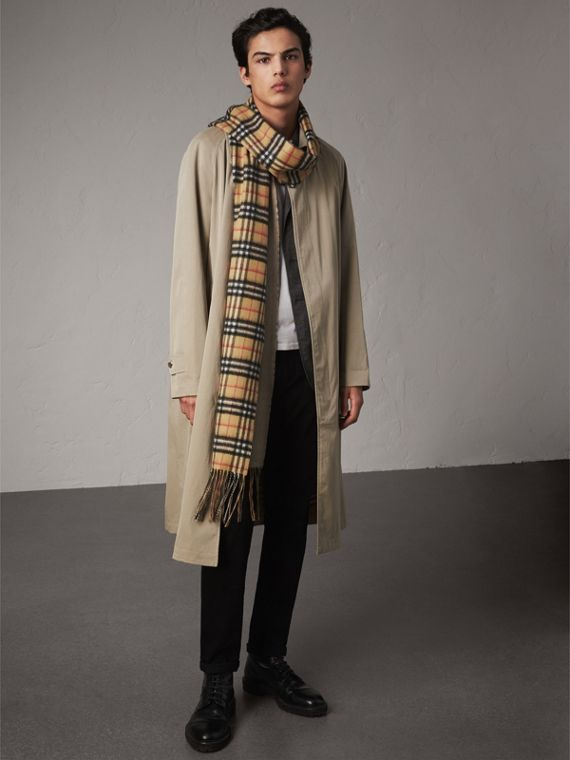 Long Reversible Vintage Check Double-faced Cashmere Scarf in Sandstone | Burberry Singapore - cell image 2
