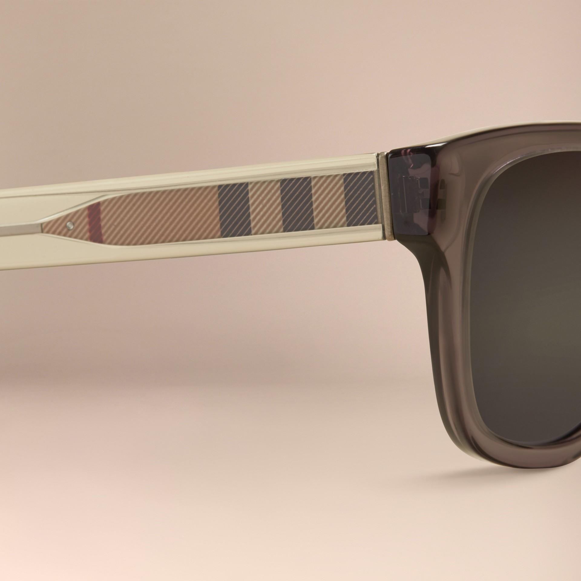 Grigio scuro Occhiali da sole con montatura quadrata e dettaglio check Grigio Scuro - immagine della galleria 2