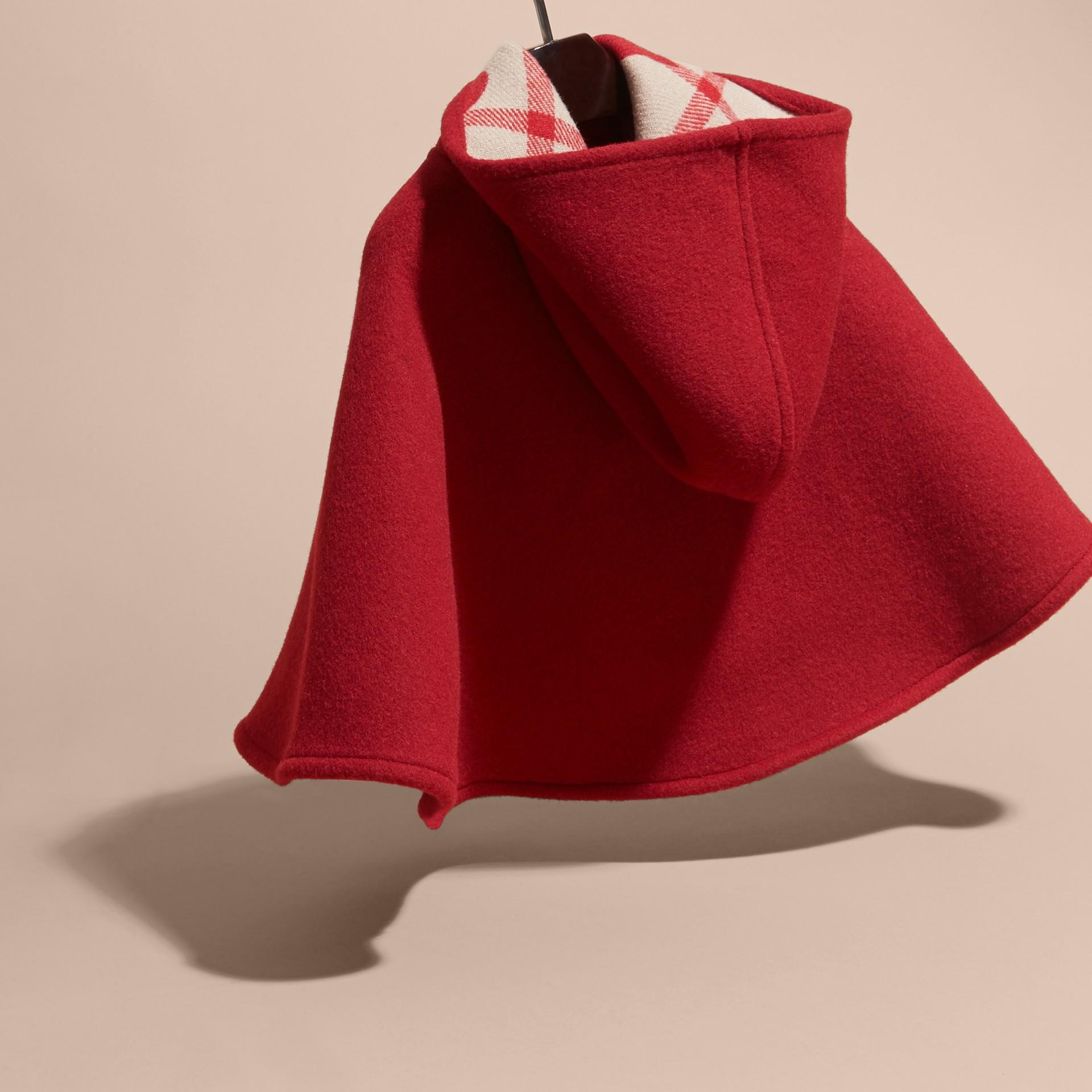 Rosso windsor Mantella svasata in lana con cappuccio Rosso Windsor - immagine della galleria 4
