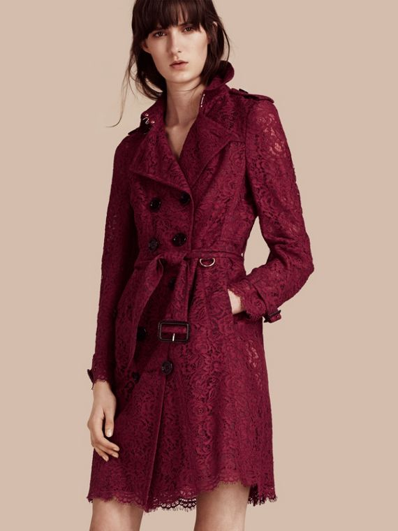 Trench-coat en dentelle italienne avec ourlets festonnés