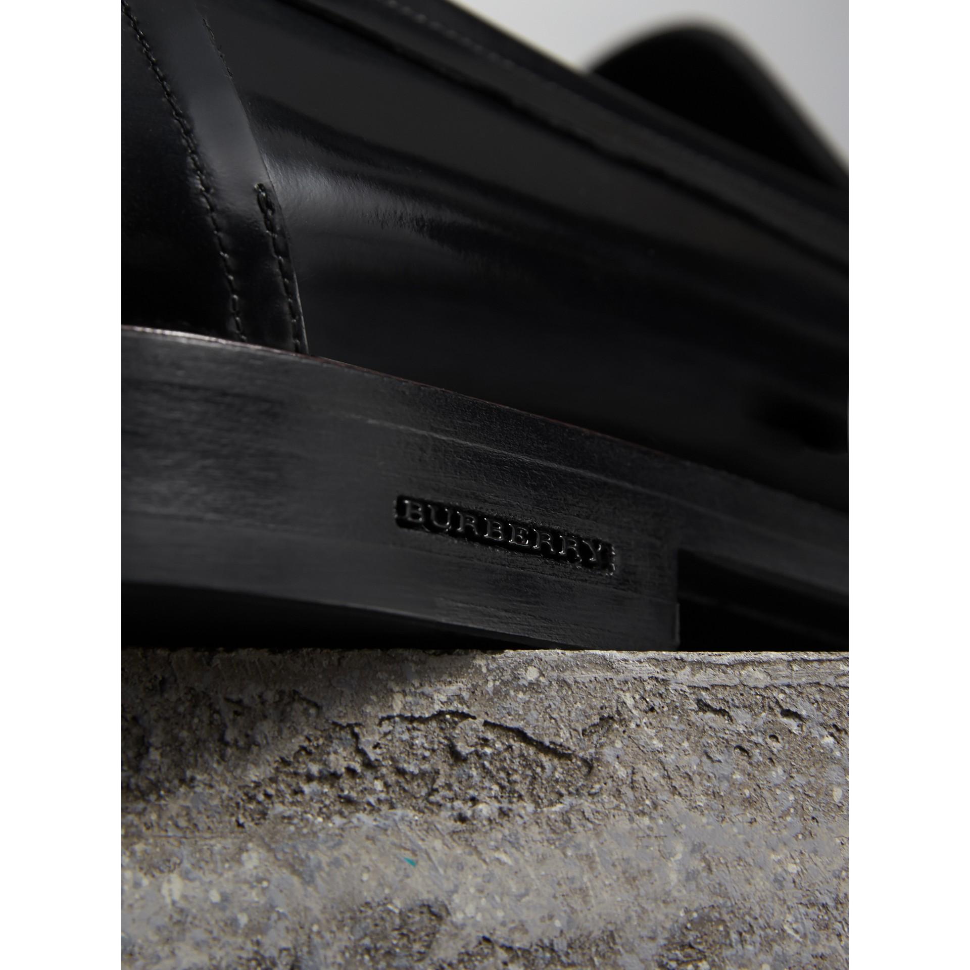Mocasines de antifaz en piel de dos tonos (Negro) - Hombre | Burberry - imagen de la galería 1