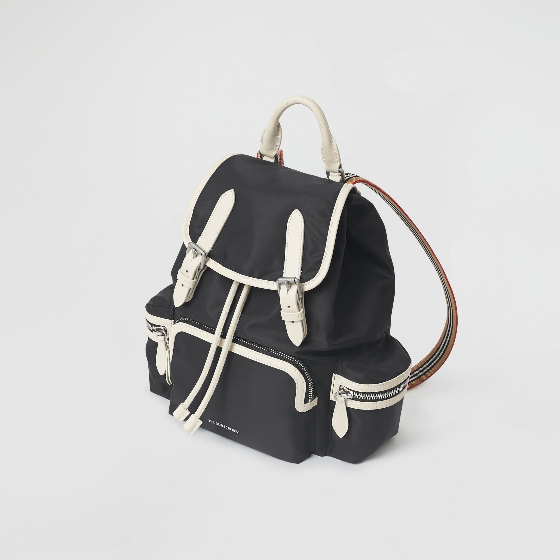 Zaino The Rucksack medio in nylon tecnico e pelle (Nero) - Donna | Burberry - immagine della galleria 4