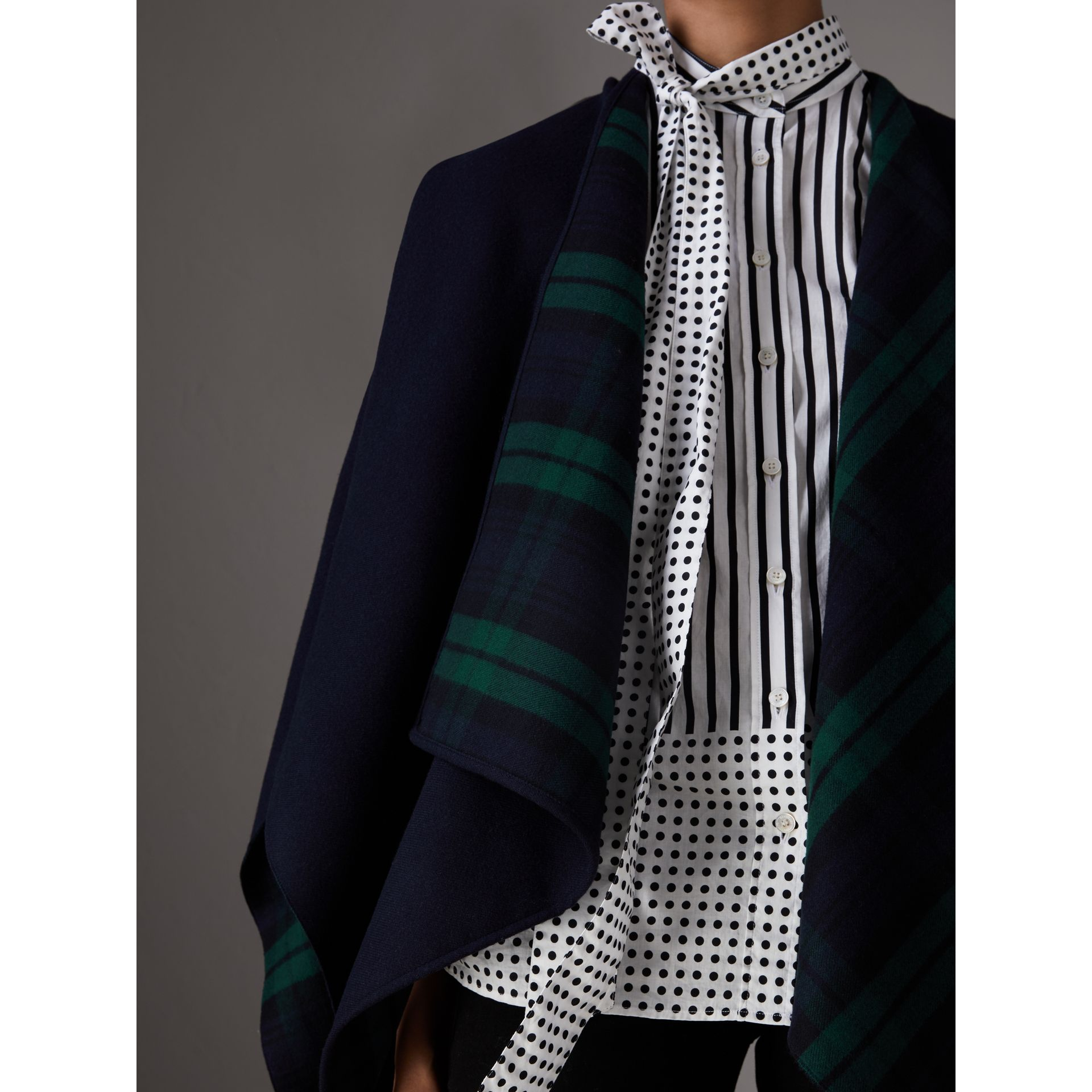 Reversible Cropped Tartan Wool Poncho in Navy | Burberry - gallery image 1