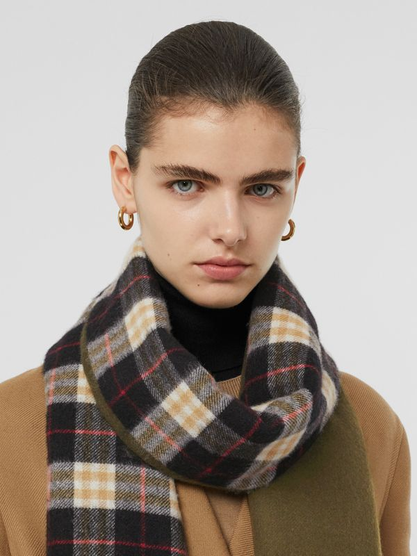 Colour Block Vintage Check Cashmere Scarf in Antique Green | Burberry Hong Kong - cell image 2