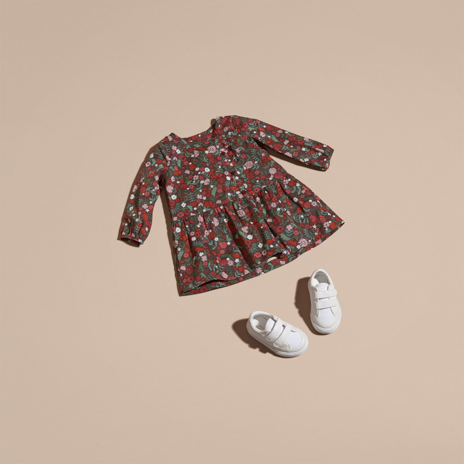 Blush antique Robe en coton à imprimé floral avec volants - photo de la galerie 5