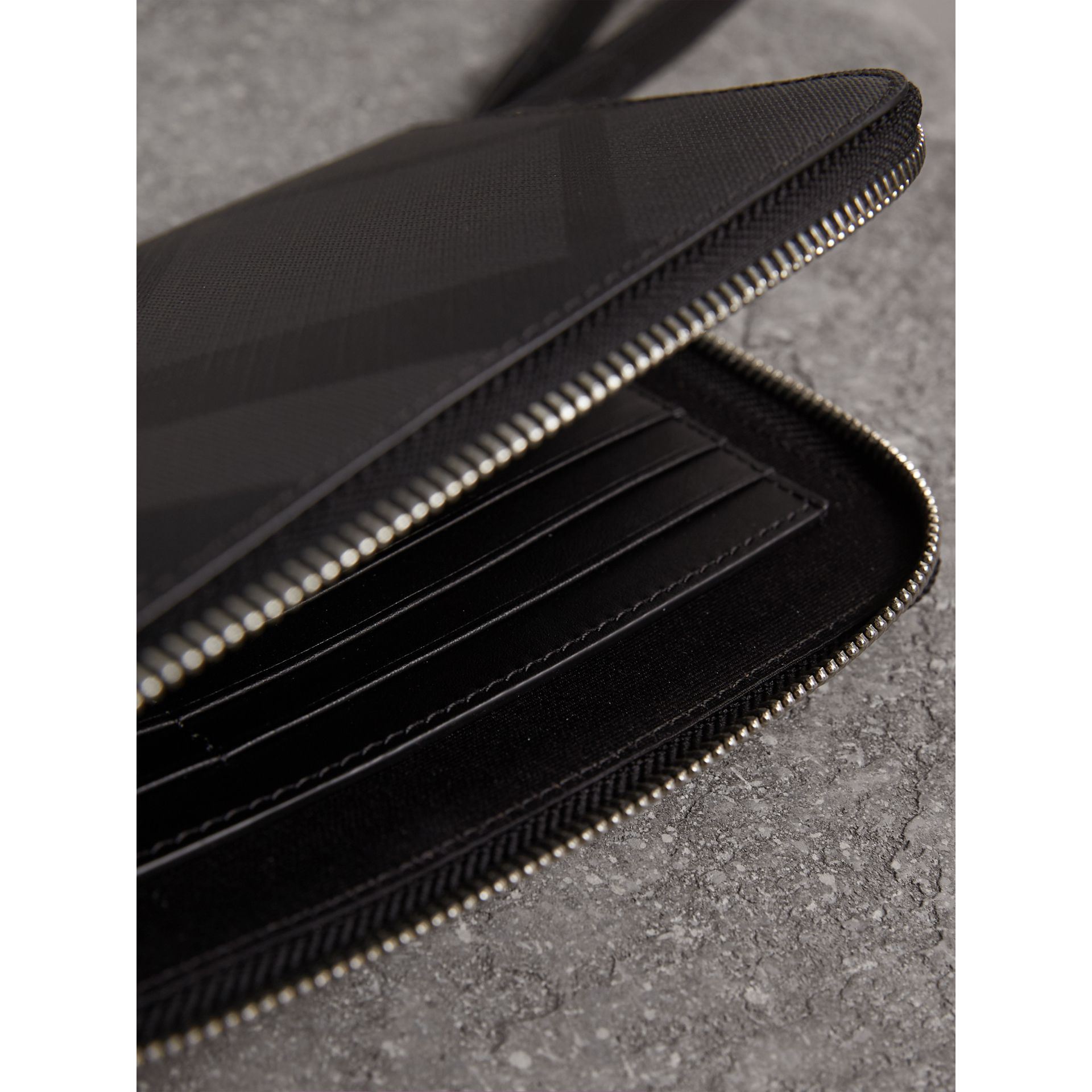 London Check Travel Wallet in Charcoal/black - Men | Burberry - gallery image 3