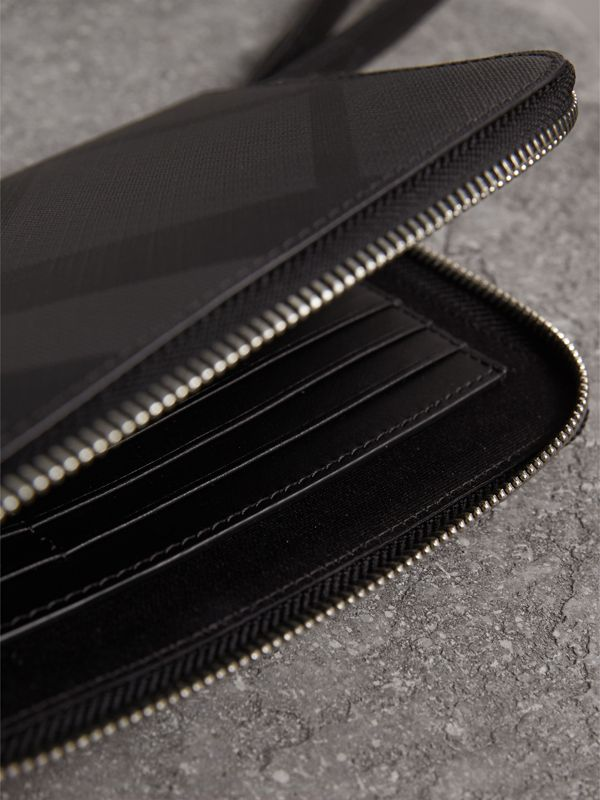 London Check Travel Wallet in Charcoal/black - Men | Burberry United Kingdom - cell image 3