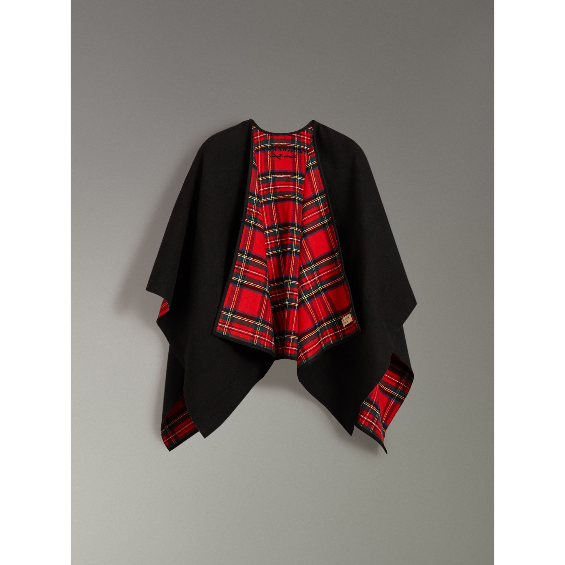 Reversible Cropped Tartan Wool Poncho in Black | Burberry - gallery image 3